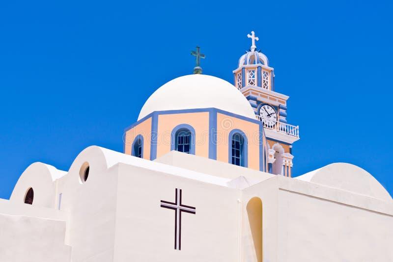 Église orthodoxe grecque de Santorini Grèce, croix, tour, ciel de dôme photo stock