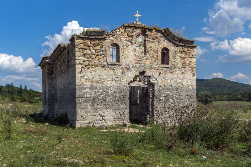 Église orthodoxe orientale médiévale abandonnée de Saint John de Rila au fond du réservoir de Zhrebchevo, Bulgarie photo stock