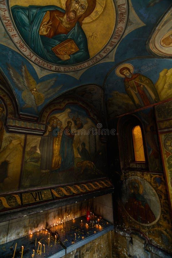 Église orthodoxe peinte à Bucarest, Roumanie À l'origine construit avec des influences gothiques, il a été fortement modifié par  photo libre de droits