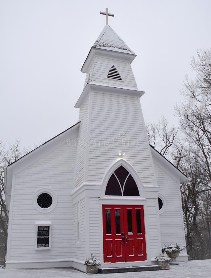 Église rouge de porte photo stock