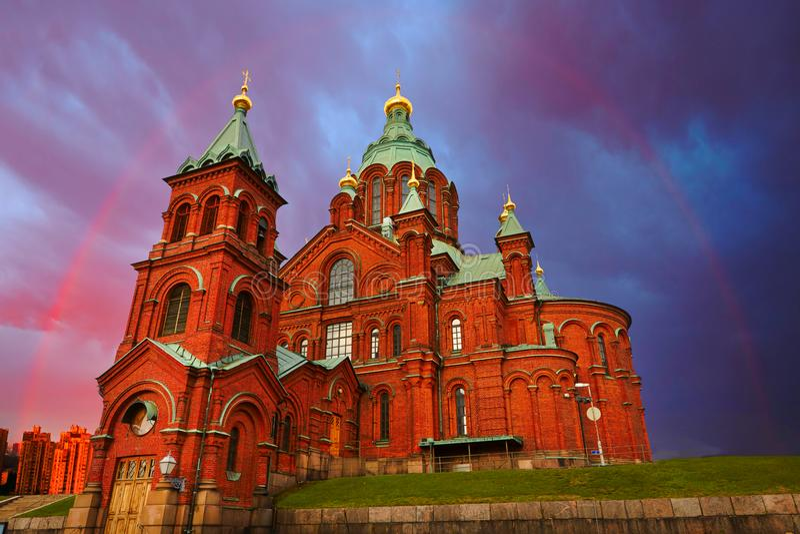 Église rouge en arc-en-ciel, Helsinki, Finlande photographie stock libre de droits