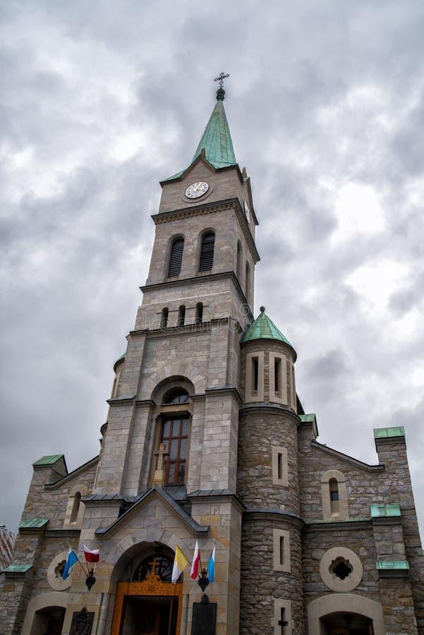 Église sainte catholique de famille dans la rue de Krupowki dans Zakopane, Pologne photographie stock