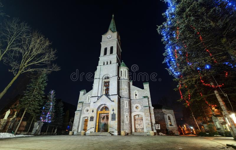 Église sainte de famille dans Zakopane décembre froid photographie stock libre de droits