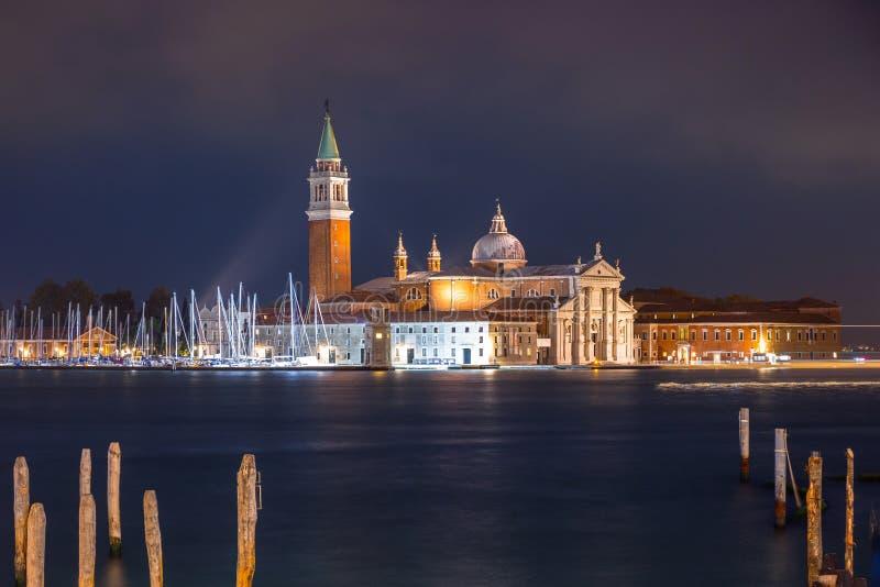 Église San Giorgio Maggiore sur l'île de Venise la nuit, Italie images stock