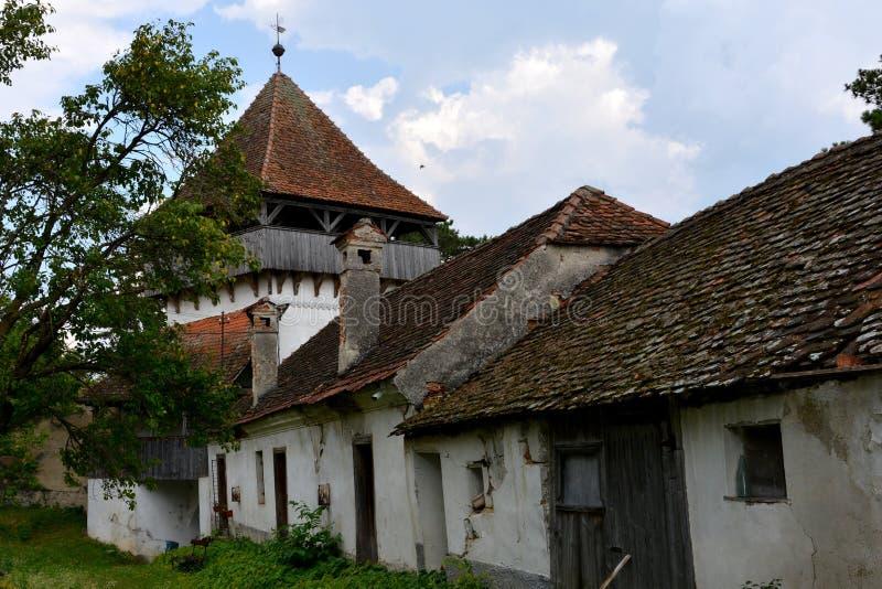 Église saxonne enrichie médiévale dans Ungra, la Transylvanie images stock