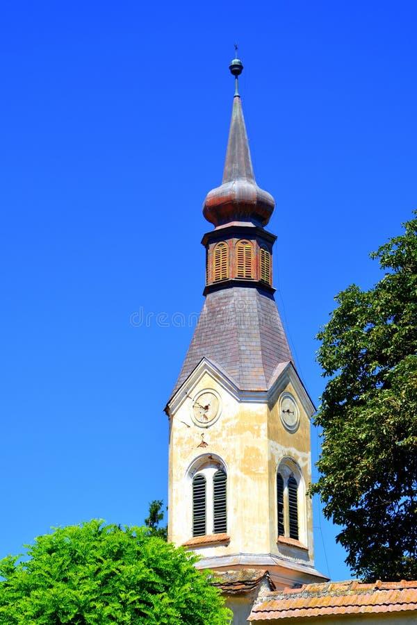 Église saxonne médiévale enrichie dans Dacia, comté de Brasov, la Transylvanie ruines photo libre de droits