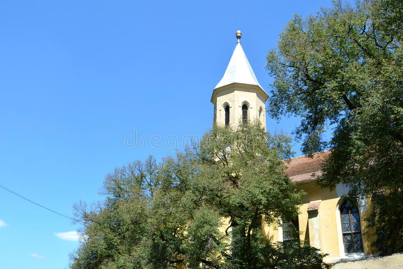 Église saxonne médiévale enrichie dans Jibert, comté de Brasov, la Transylvanie ruines image libre de droits