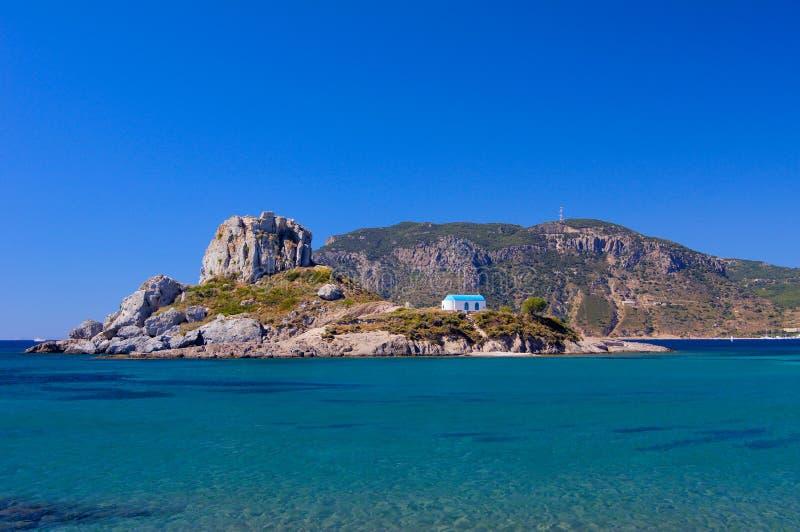 Église sur l'île de Kos en Grèce sur la côte photos stock