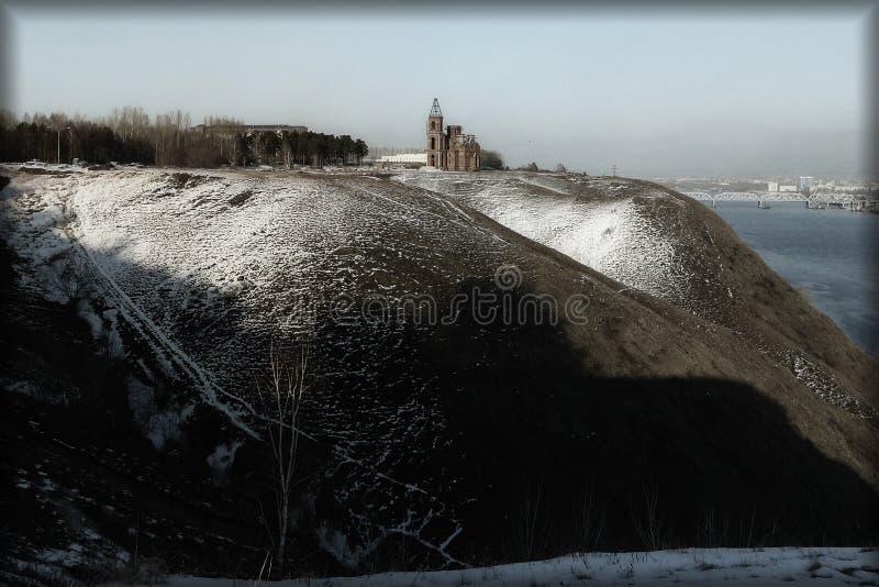 Église sur la colline photographie stock