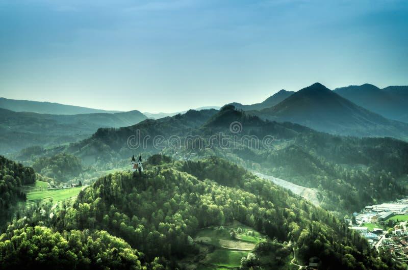 Église sur la colline photo libre de droits