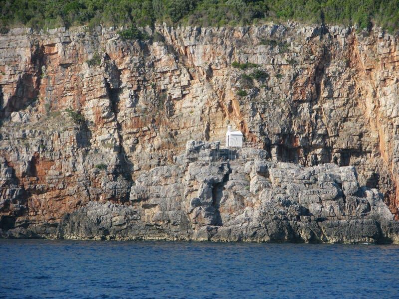 Église sur la roche - Monténégro image stock