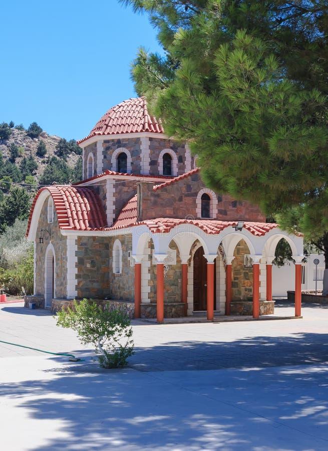Église sur le chemin à la montagne Tsambika Île de Rhodes photos libres de droits