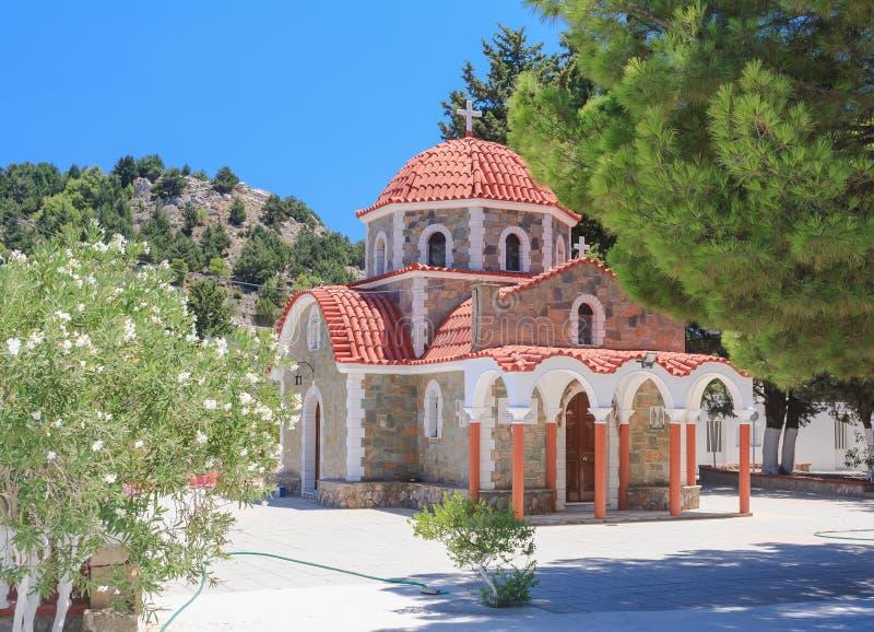 Église sur le chemin à la montagne Tsambika Île de Rhodes photos stock