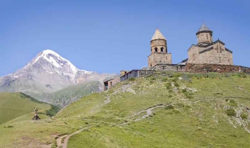Église Trinity sainte de Gergeti, Kazbegi, la Géorgie image libre de droits