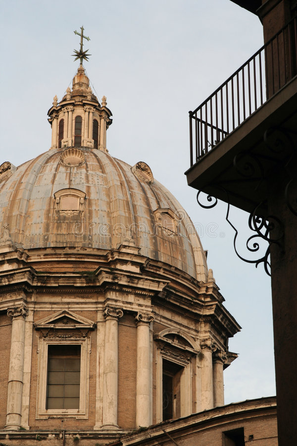 Église voûtée à Rome photographie stock libre de droits