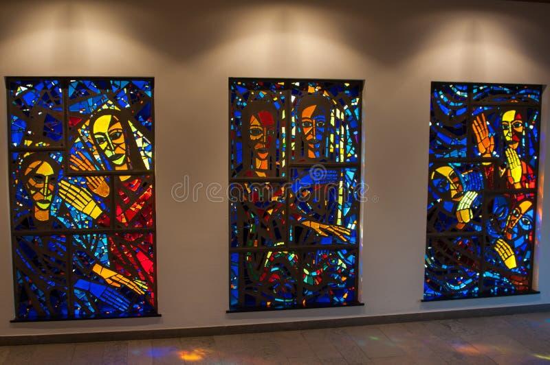 Église Windows de verre coloré photo stock