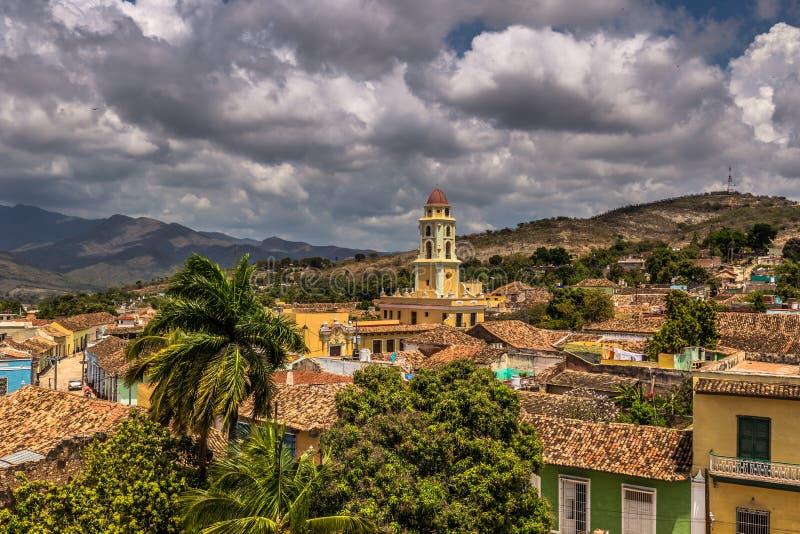 Églises dans l'horizon du Trinidad, Cuba photos libres de droits