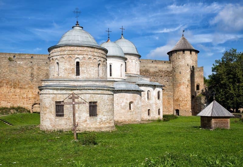 Églises dans la forteresse Ivangorod, Russie image stock