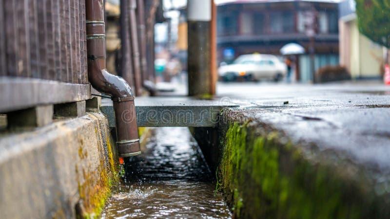 Égout d'écoulement de drain des eaux usées  photo stock