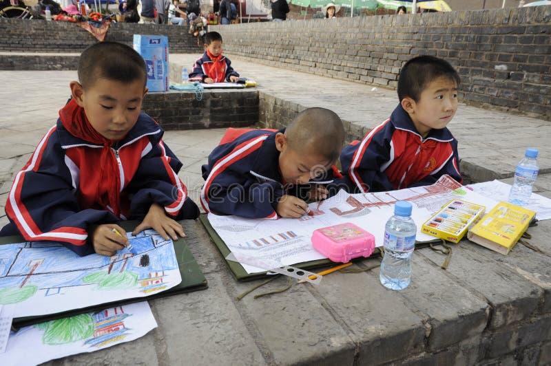Élève chinois faisant le travail photos stock