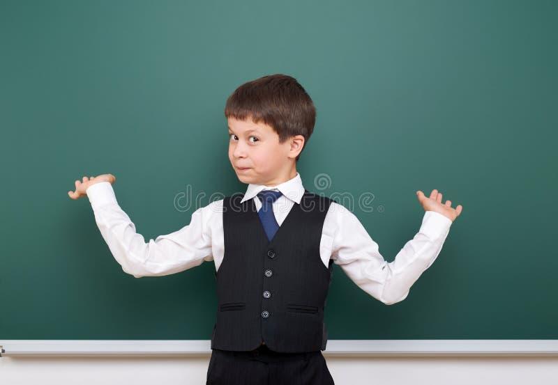 Élève posant au conseil pédagogique, l'espace vide, concept d'éducation photographie stock