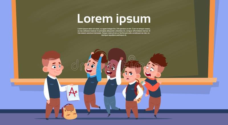 Élèves de course de mélange dans la chambre de classe après marque d'exposition d'essai, écoliers au-dessus de panneau de craie illustration de vecteur