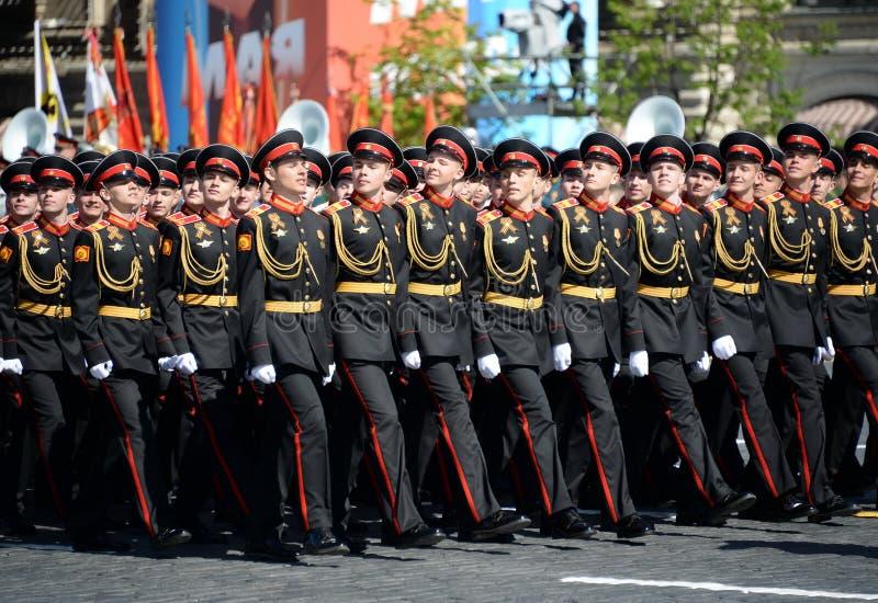 Élèves de l'école militaire de Tver Suvorov pendant le défilé sur la place rouge en l'honneur de Victory Day image stock