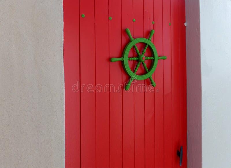 Élément décoratif de conception d'une porte en bois photographie stock
