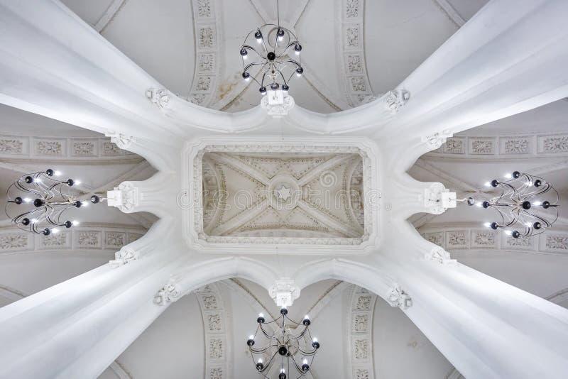 Éléments éclectiques de l'intérieur d'une grande synagogue juive chorale photo stock