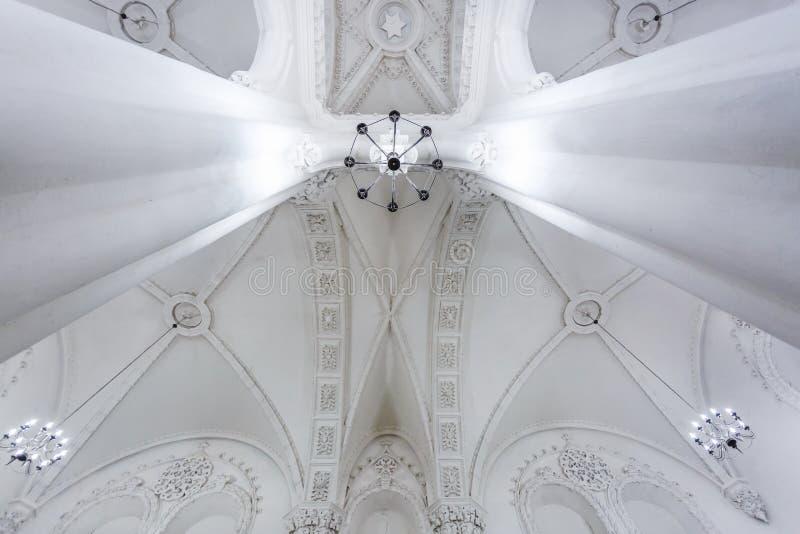 Éléments éclectiques de l'intérieur d'une grande synagogue juive chorale photos stock