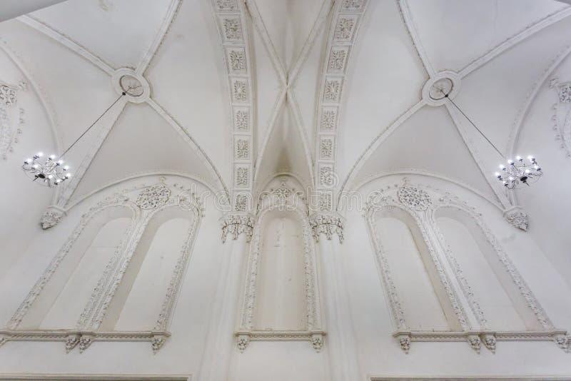 Éléments éclectiques de l'intérieur d'une grande synagogue juive chorale images libres de droits