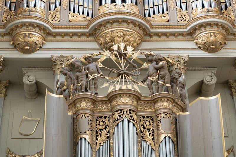 Éléments de décoration dans une église protestante photographie stock