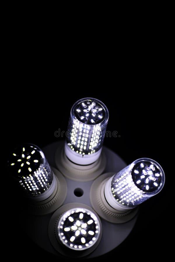 Éléments de LED dans la lampe Lampes avec des diodes Beaucoup de lumières lumineuses photo libre de droits