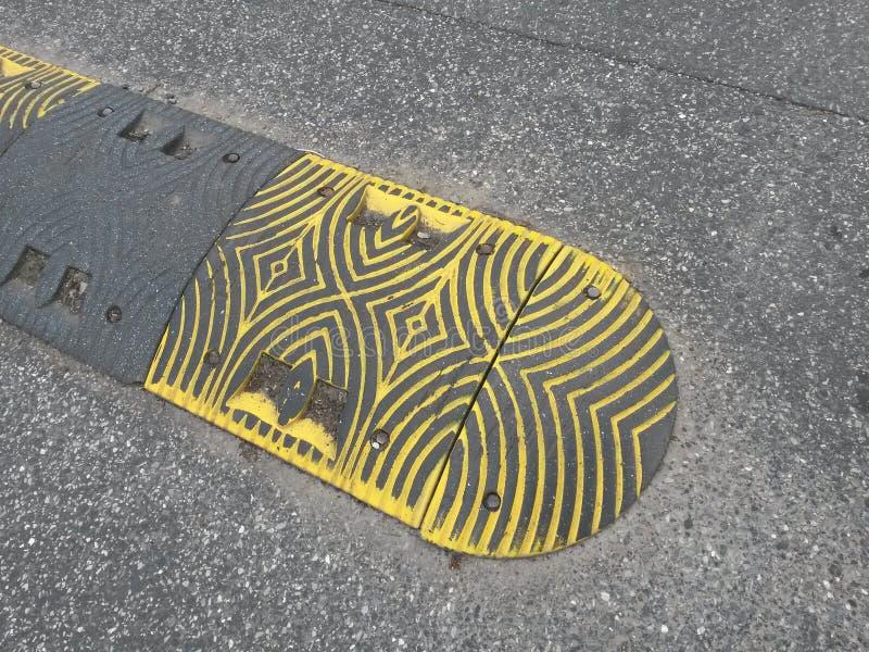 Éléments de sécurité d'asphalte de trottoir photographie stock libre de droits