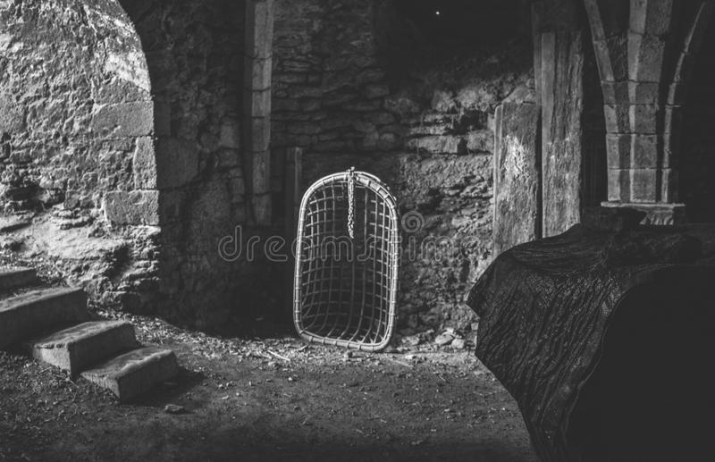 Éléments médiévaux de torture sur l'affichage dans les Frances photos stock