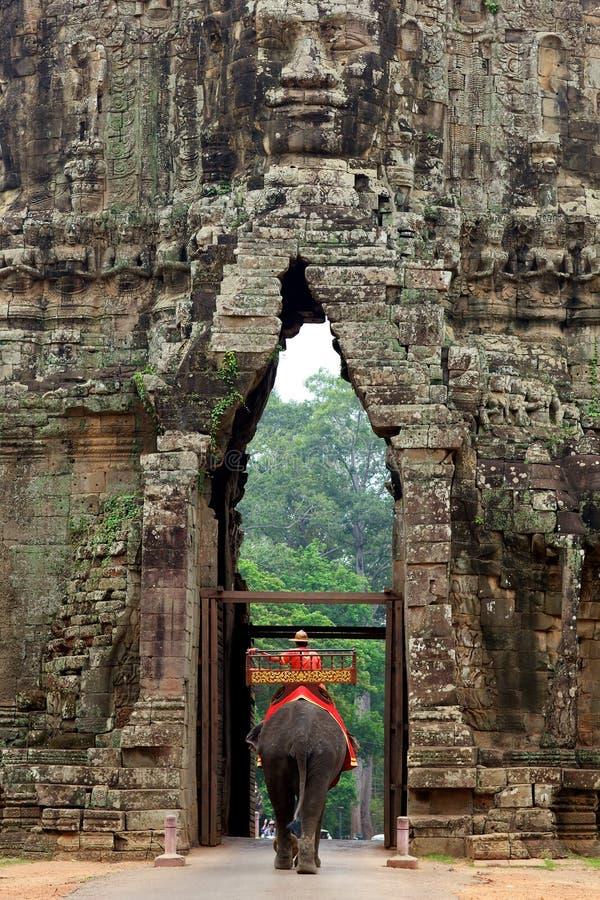 Éléphant à la porte d'Angkor Thom, Cambodge photographie stock