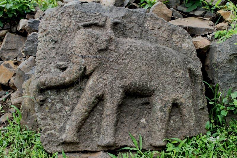 Éléphant découpé par pierre - image image libre de droits