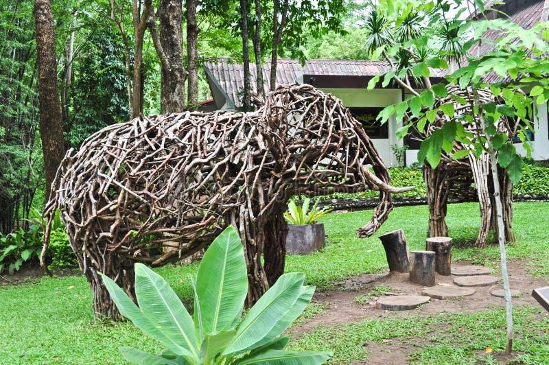 Éléphant en bois images stock