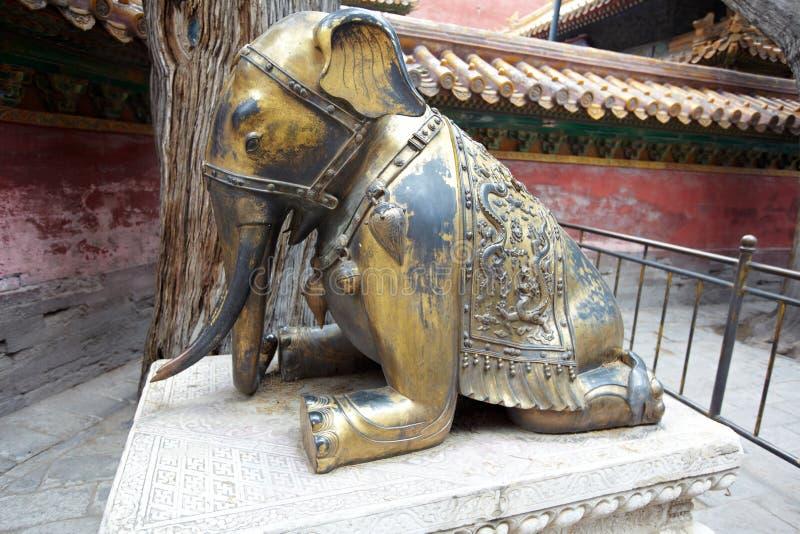 Éléphant en bronze images stock