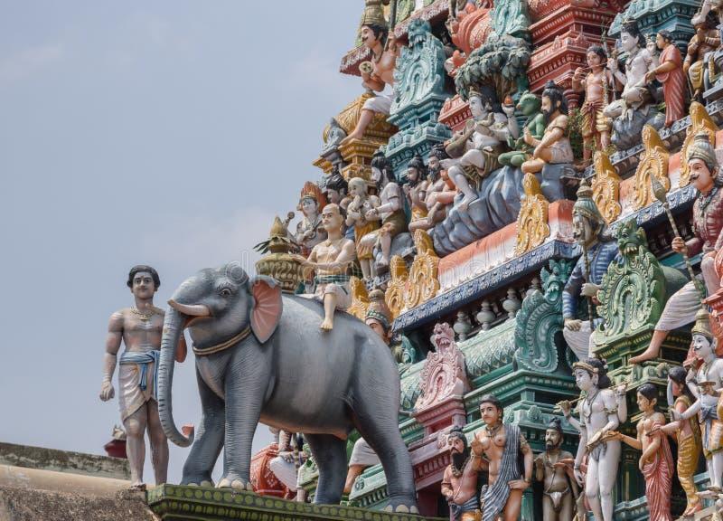 Éléphant et gopuram au temple de shiva de Kottaiyur photographie stock libre de droits