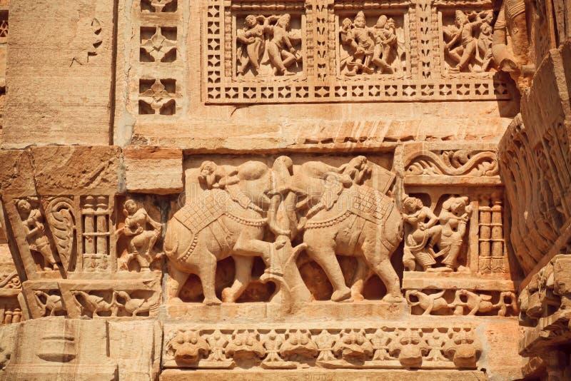 Éléphants d'Asie et détails modelés de bas-relief photo stock