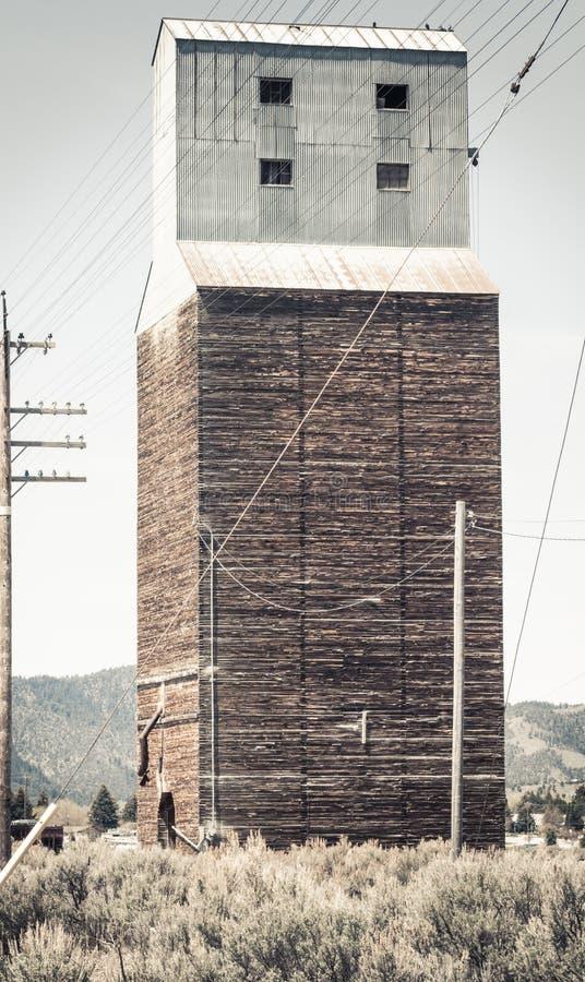 Élévateur à grains abandonné rural dans Soda Springs images libres de droits