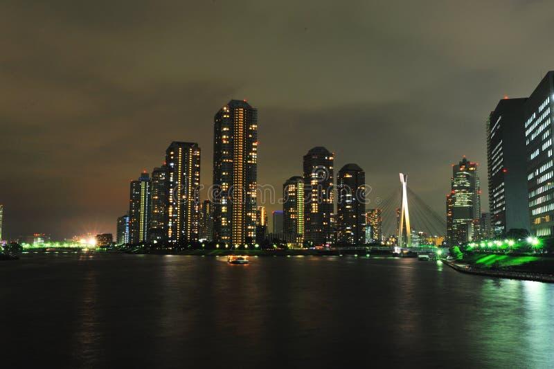 élévation élevée de construction de nuit photographie stock libre de droits