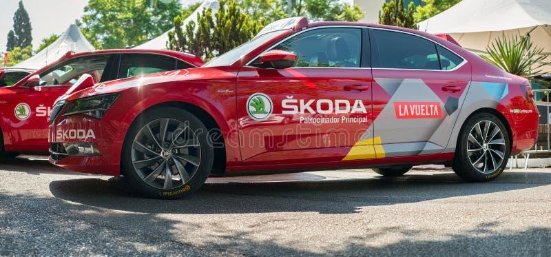 Él el anuncio de SKODA aparcamiento al inicio del Vuelta de Espana 2018 fotos de archivo
