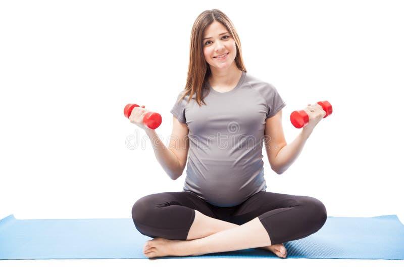 Élaboration de femme assez enceinte photos stock