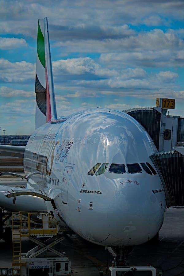 Émirats Airbus A380-800 Front End View photo libre de droits
