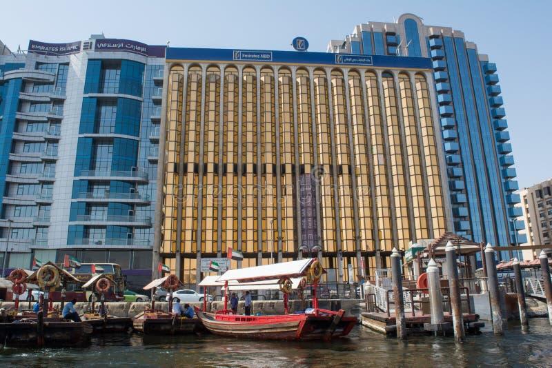 Émirats islamiques et bâtiments des émirats NBD situés à la région de Dubai Creek photographie stock