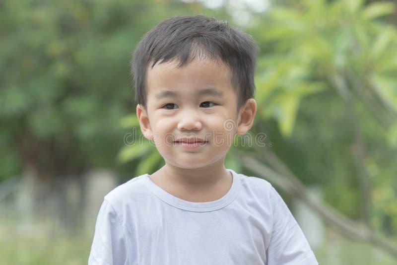 Émotion de sourire de bonheur d'enfants asiatiques de visage photos stock