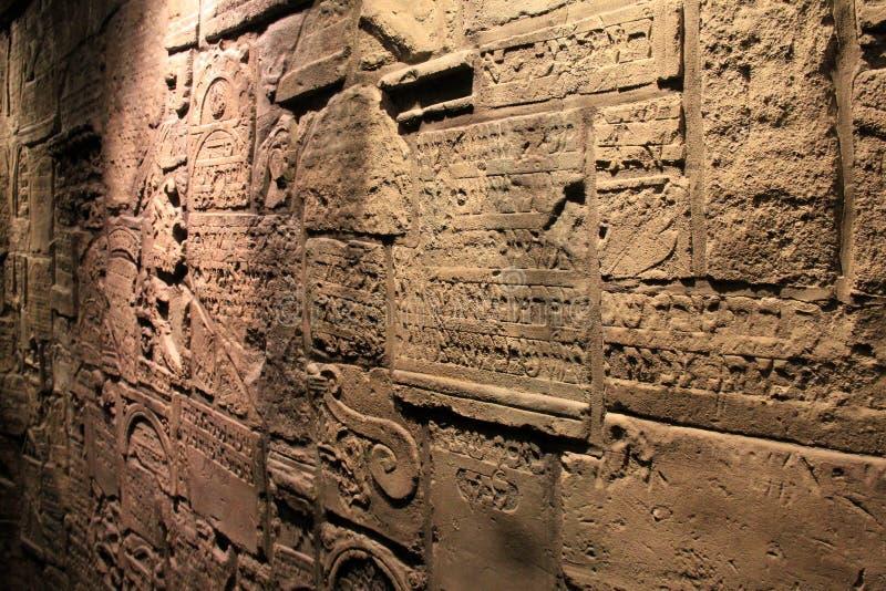 Émotion vue dans un de beaucoup d'objets exposés, ceci un mur de cimetière juif, musée commémoratif d'holocauste des Etats-Unis,  image stock