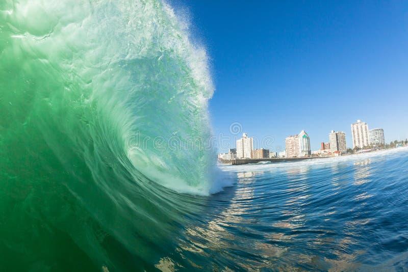 Énergie hydraulique se brisante Durban de couleur de vague photo stock